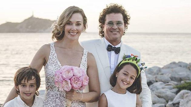 Carlos Vives renovó votos matrimoniales con su esposa Claudia Vásquez