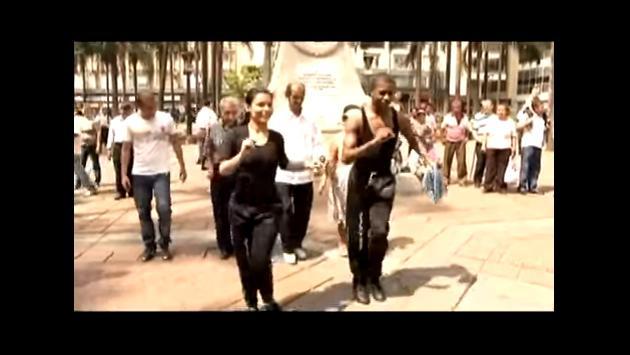 ¡Estos campeones de salsa salieron a bailar a la calle con los transeúntes! (VIDEO)