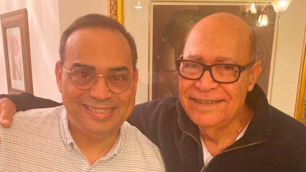 Mira la tierna foto de Gilberto Santa Rosa junto a su papá. (Foto: facebook.com/gilbertosantarosa)