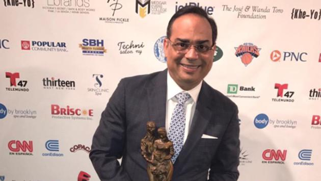 Gilberto Santa Rosa recibió premio del Instituto de la Familia Puertorriqueña