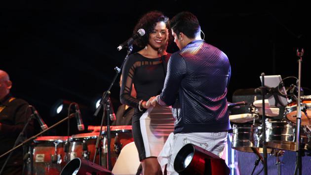 Fanática peruana se ganó con Jerry Rivera en el escenario