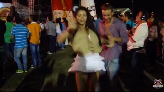 ¡Mira a esta colombiana bailar salsa con un estilo particular! (VIDEO)