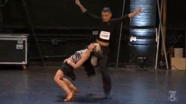 ¡Mira a estos concursantes bailar salsa! (VIDEO)