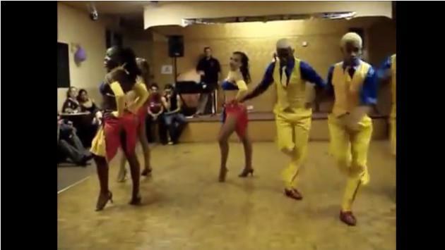 ¿Te gustaría bailar salsa como ellos? ¡Mira la coreografía de estos bailarines!