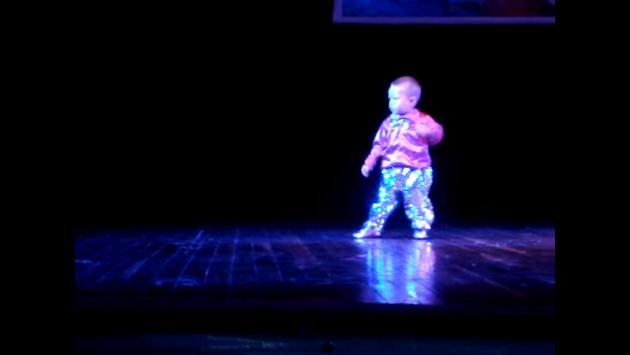 ¡Tienes que ver a este niño bailar salsa! (VIDEO)
