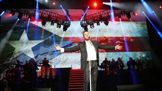 Víctor Manuelle cantó junto a un dúo sorpresa en concierto en Nueva York (VIDEO)