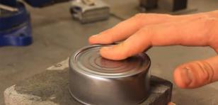 Conoce el truco para abrir latas solo con las manos