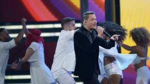 Canción navideña de Víctor Manuelle escala posiciones en lista de Billboard