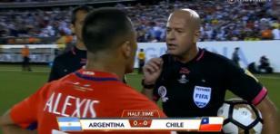 Árbitro troleó a chileno en la final de Copa América Centenario