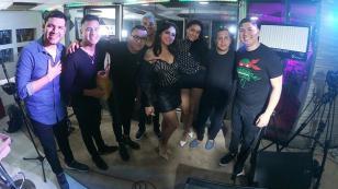Daniela Darcourt brilló en una versión acústica en el 'Gozando en Vivo' de Radiomar