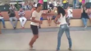 ¡Esta pareja baila salsa con estilo! (VIDEO)