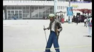 ¡Esta persona baila salsa en la calle con mucho ritmo! (VIDEO)
