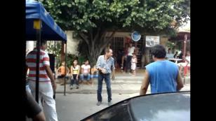 ¡Este hombre baila salsa de forma muy particular! (VIDEO)