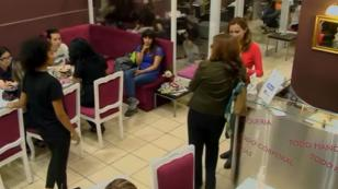 Experimento demuestra cómo reaccionan los chilenos ante una peruana discriminada (Video)