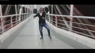 Bailó salsa en el puente del Circuito de Playas de Chorrillos