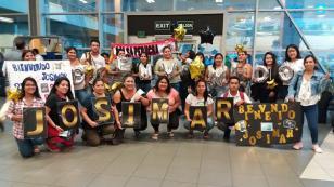 Josimar llegó de Europa y fue sorprendido por sus fans en el aeropuerto