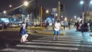 ¡Mira aquí este talento callejero al son de este peruanísimo ritmo! (VIDEO)