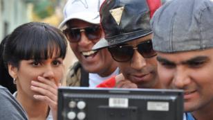 ¡Mira el detrás de cámaras del videoclip 'Amiga mía' de Los Van Van!