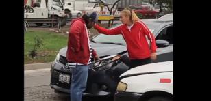 Chocaron el carro de Natalia Málaga y ella reaccionó así