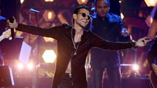 Niña peruana volvió a bailar con Marc Anthony y le dio emotivo regalo en concierto
