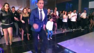 ¡Peruano enseña bailar salsa a chilenos! (VIDEO)