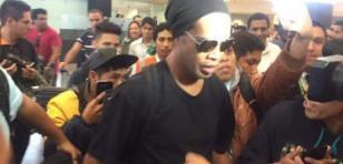 Así fue la llegada de Ronaldinho a Lima [FOTOS]