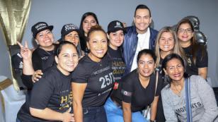 Víctor Manuelle se reunió con su club de fans en Ecuador